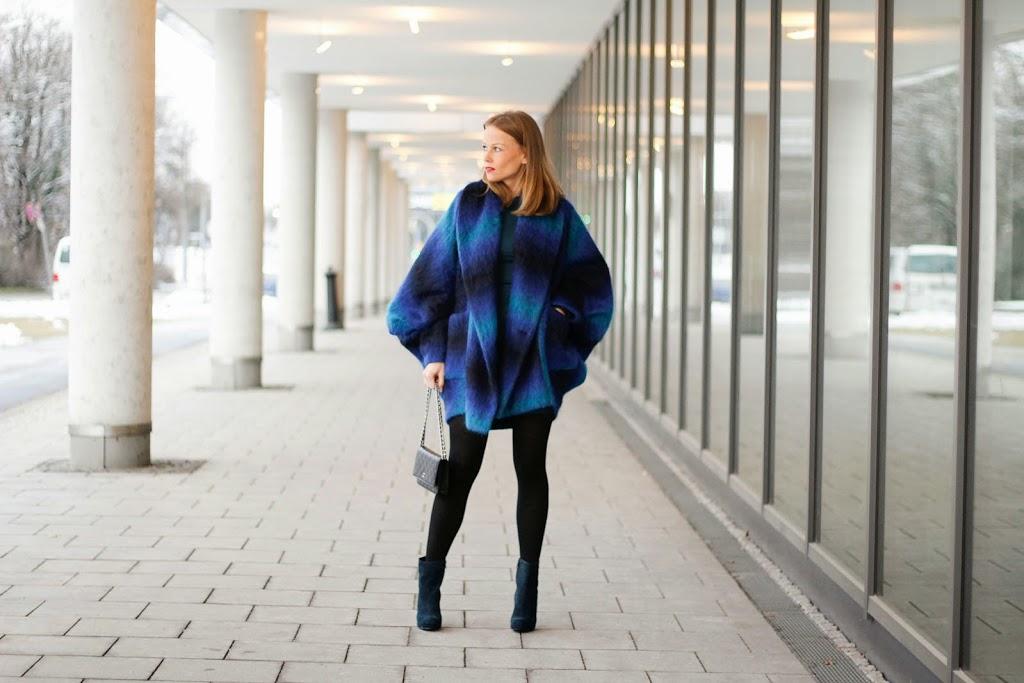 Streetstyle, chanel, blautoene, fashion week berlin, trend, winter, cape, designer, franzius, vektor